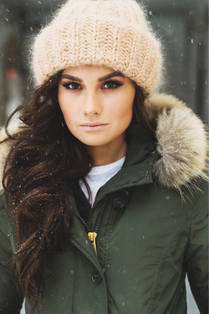 beige kntitted yarn hat