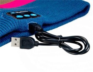 bluetooth beanie hat charging and buttons