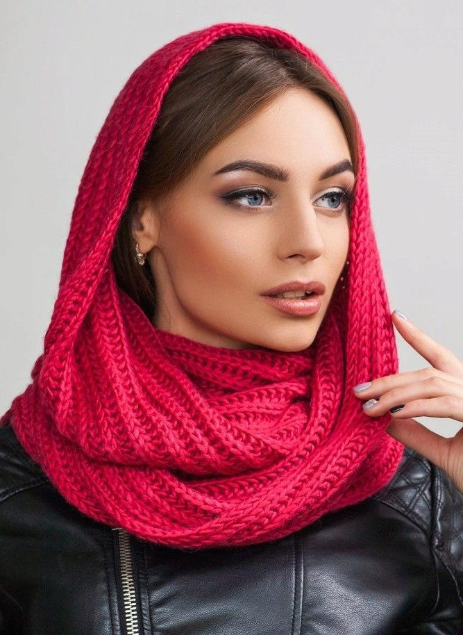 Hat-scarf is an excellent solution for the correction of certain facial imperfections