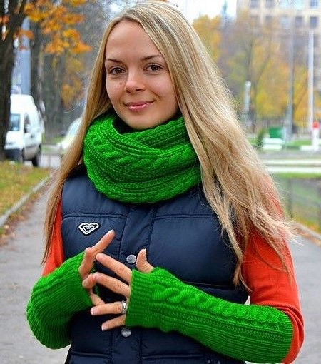 scarf hat with gloves without fingers