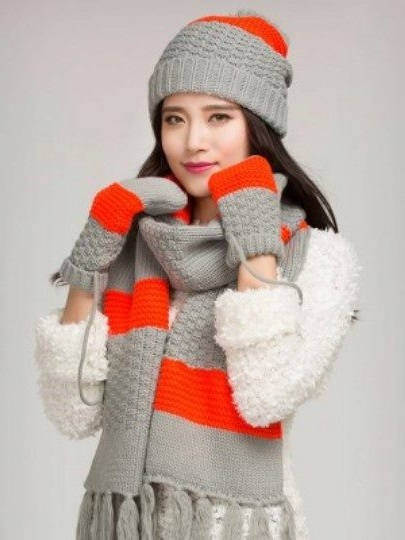 set of scarf-cap with mittens looks stylish and harmonious