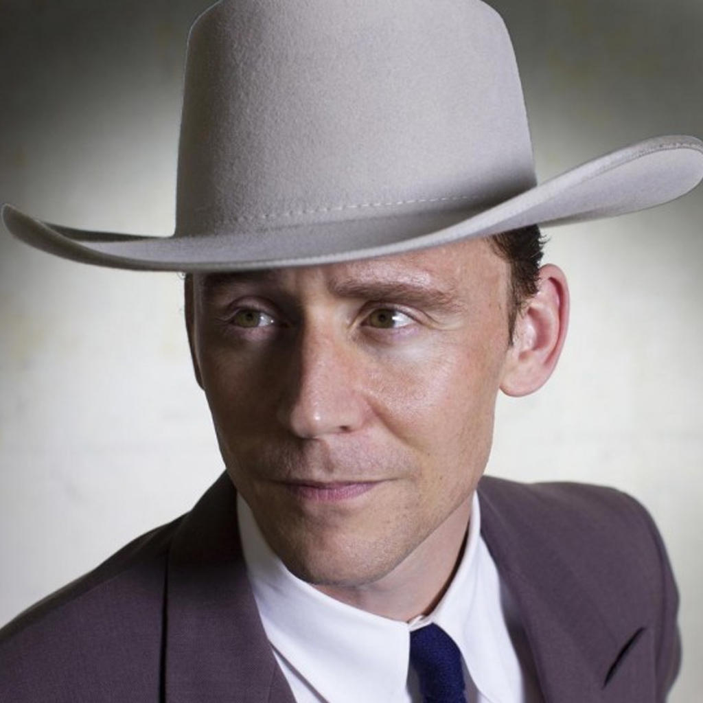 Tom Hiddleston with 10 gallon hat